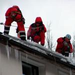 Порядок выполнения кровельных работ по очистке крыш от снега и наледи