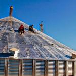 Сборка на высоте крыши металлических силосов