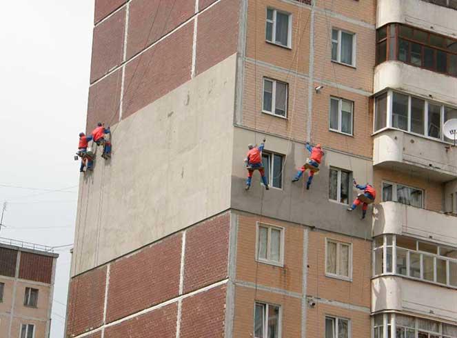 Отделка фасада дома, утепление дома промышленными альпинистами