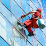 Чистые окна в офисе: высотная мойка офисных зданий
