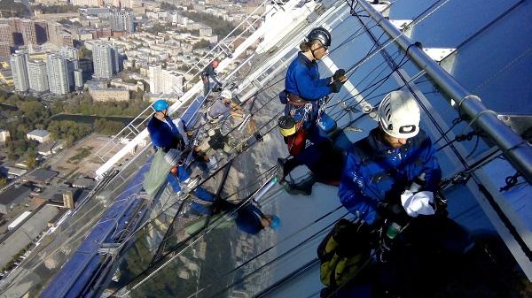 montazh-steklopaketov-alpinistami