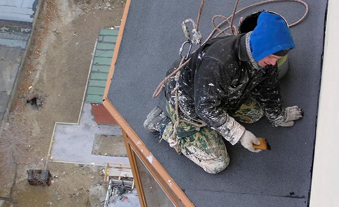 Гидроизоляция крыши промышленными альпинистами в Харькове