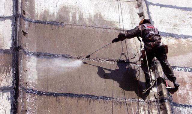Гидроструйная очистка поверхности здания