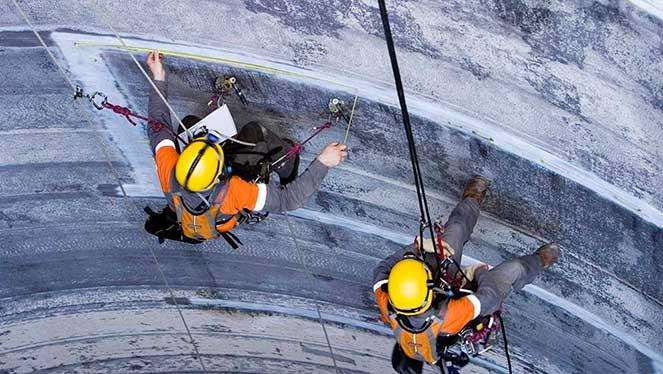 Антикорозийная обработка сооружений промышленными альпинистами