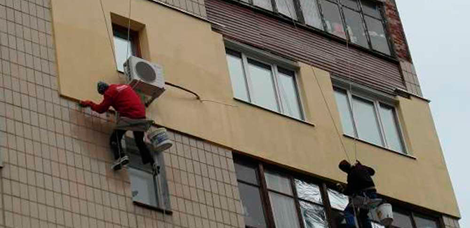 Красивое утепление фасада дома - промышленными альпинистами