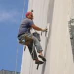 Ремонт фасада: особенности выполнения работ на высоте