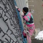 Украшение фасадов домов с помощью промышленного альпинизма