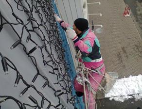 novogodnee-ukrashenie-fasadov-4-300x225