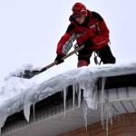 Очистка снега, сосулек и наледи с крыш